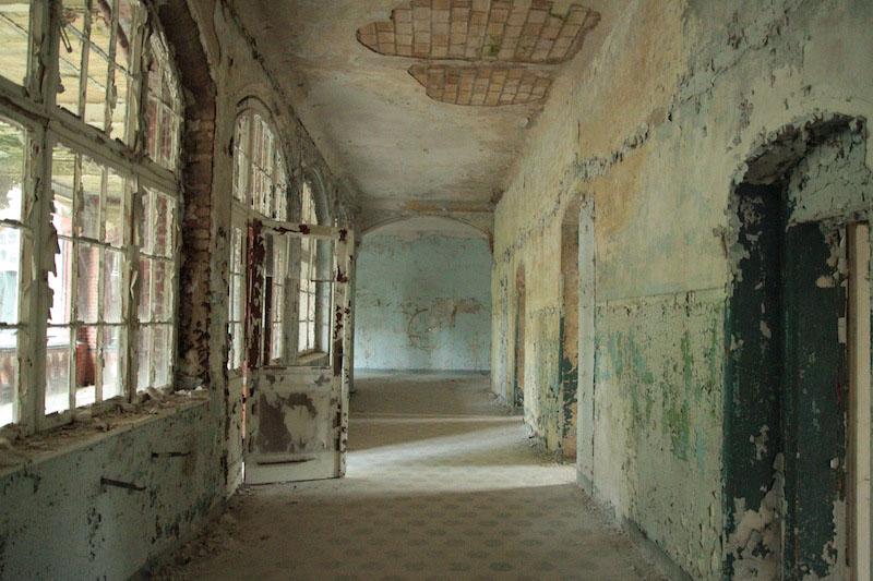 Abandoned-Beelitz-Sanatorium-Germany-Hospital-Amazing-Abandonedmagazine