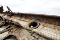 Shipwreck-fraser-island-australia-abandonedmagazine-abandoned-magazine