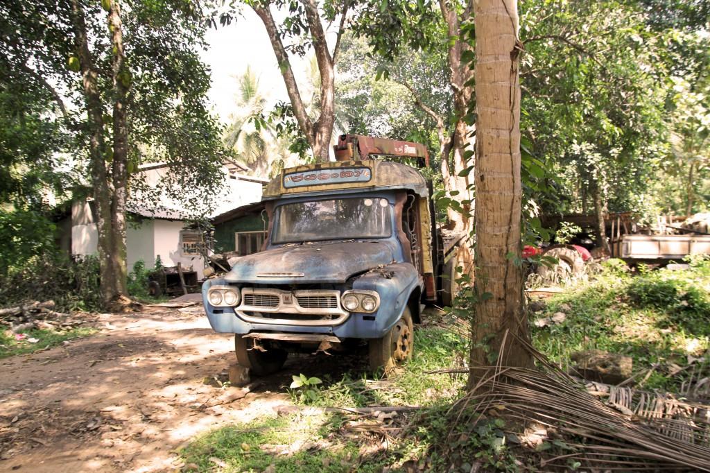 verlassenes auto sri lanka