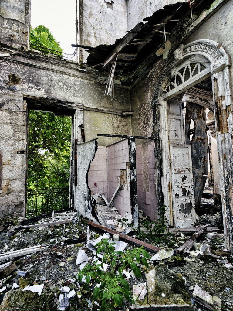 sam-lords-castle-abandoned-hotel-barbados-burned-down